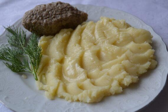 Котлеты паровые из телятины и картофельное пюре